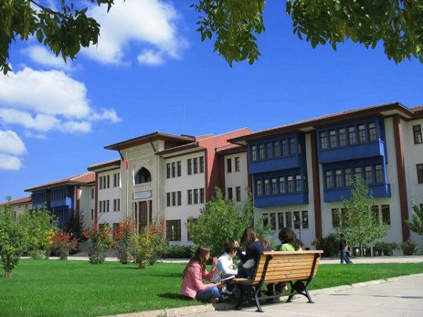 Kütahya'nın gözbebeği Dumlupınar Üniversitesi